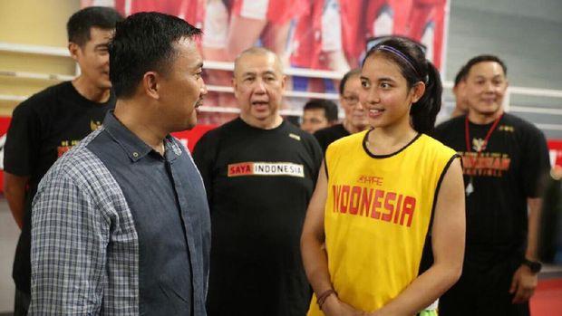 Kunjungi Pelatnas Basket Putri, Menpora Minta Atlet Fokus Capai Prestasi