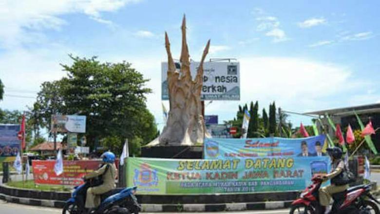 Patung Ikan Karya Nyoman Nuarta di Pangandaran Dirobohkan