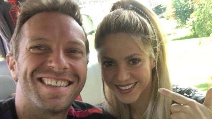 Aksi Memukau Coldplay Gandeng Si Cantik Shakira