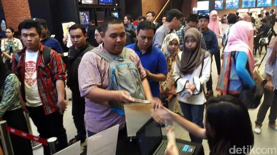 Antusias Warga Surabaya Nobar Spider-Man: Homecoming
