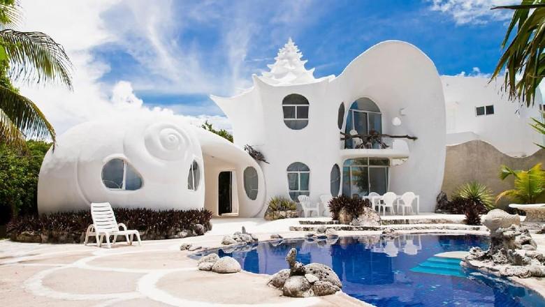 Foto: Arsitektur rumah yang unik berbentuk kerang laut (dok Airbnb)