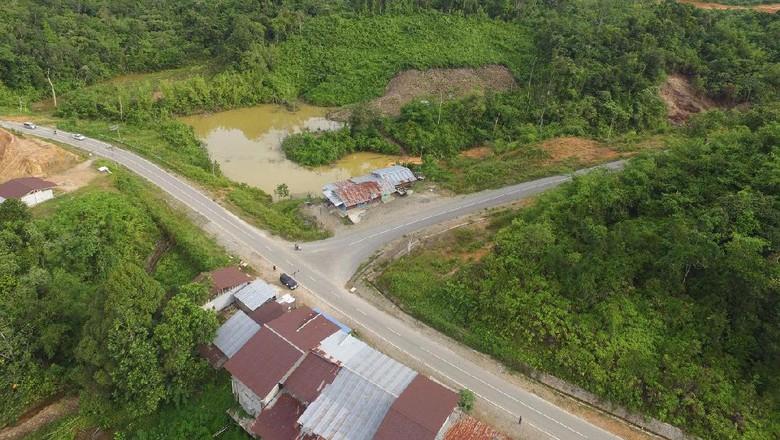 Foto: Cantiknya Jalan Menuju Perbatasan RI-Malaysia di Entikong