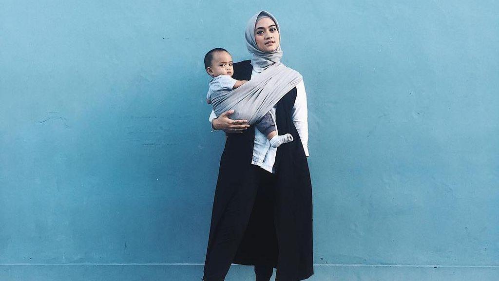 2 Selebriti Ini Berikan Tips Hijab yang Nyaman Saat Pergi dengan Anak