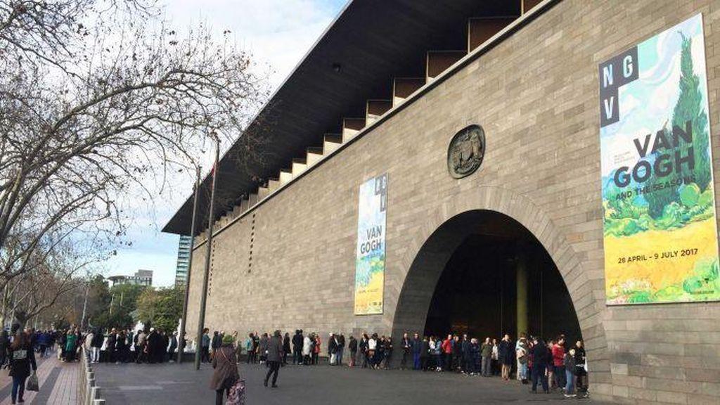 Antrian Panjang di Melbourne Untuk Melihat Pameran Van Gogh