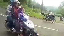 Viral! Motor Matik Sekeluarga Remnya Blong di Turunan Mojokerto