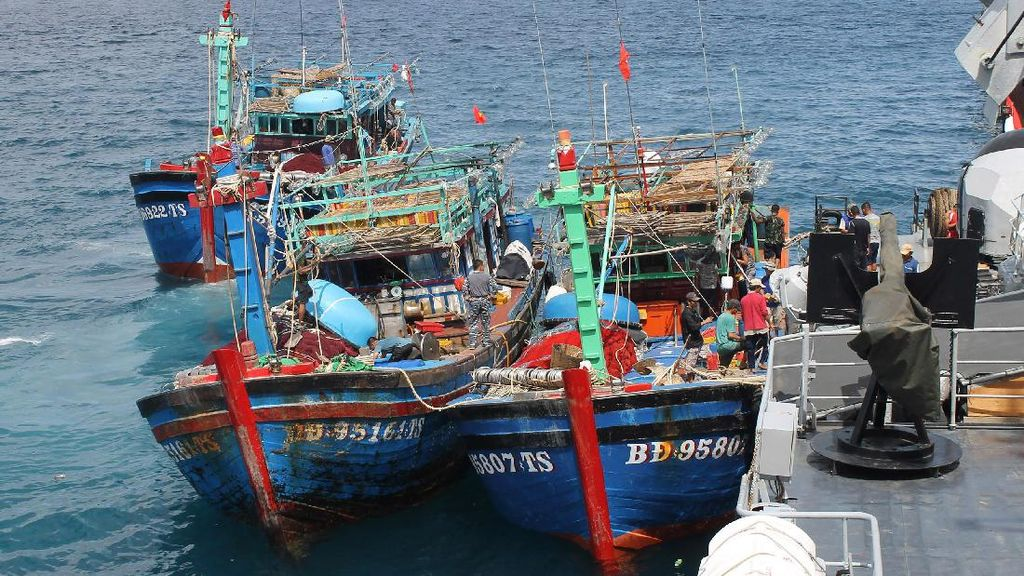 Susi Sebut Ada Modus Baru Pencurian Ikan Libatkan Nelayan RI