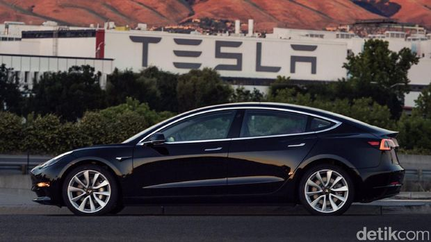 Tesla Model 3 sekilas memang mirip Model S