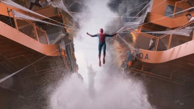 Inilah The Staten Island Ferry, kapal feri yang merupakan salah satu lokasi syuting film Spider-Man: Homecoming. Di sini, Spider-Man (Tom Holland) melawan Vulture (Michael Keaton) dan komplotannya (Marvel Entertainment)