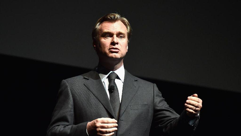 Akankah Christopher Nolan Raih Piala Oscar Pertamanya Tahun Ini?