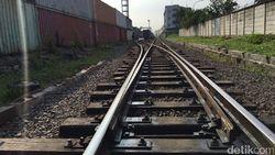 Berjudi Nyawa di Palang Pintu Kereta Stasiun Citayam