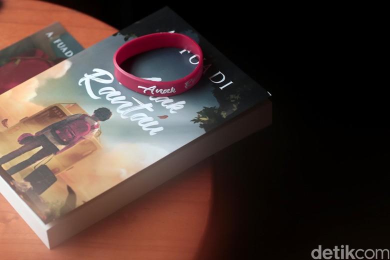Novel Anak Rantau Ahmad Fuadi Laku Lebih dari 20 Ribu Eksemplar