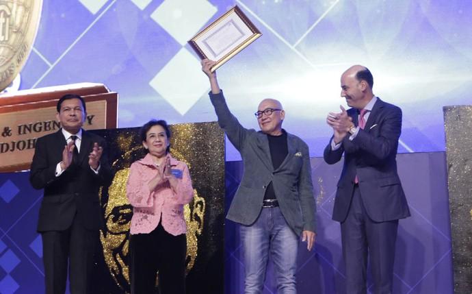 Robby Djohan dan Peter Gontha Raih Penghargaan