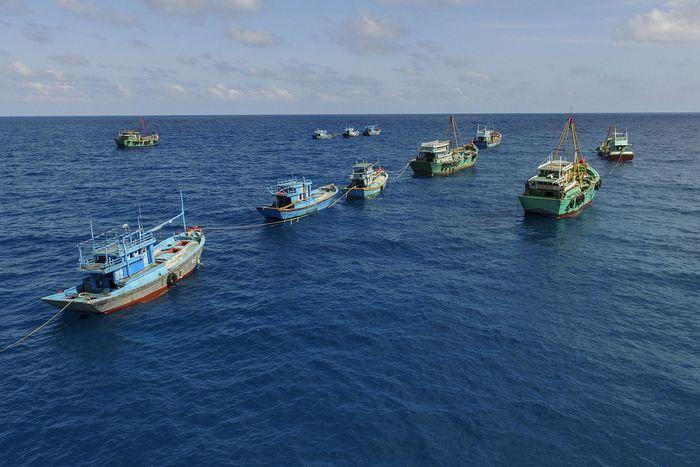 Pemerintah menenggelamkan sebanyak 60 kapal nelayan di perairan Natuna. Kapal-kapal asing tersebut berasal dari Vietnam, Filipina dan Thailand. Pool/Getty Images.