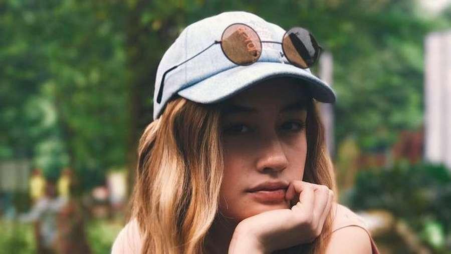 Tatapan Natasha Ryder Bikin Meleleh