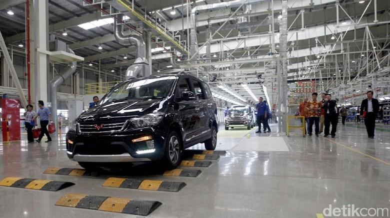 Profil Mobil Pertama Wuling yang Diproduksi di Indonesia