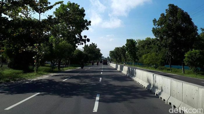 Jalan Raya Tjilik Riwut yang dibangun pada masa pemerintahan Presiden pertama RI, Soekarno tampak mulus.