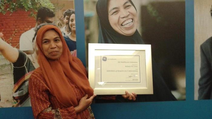 Rohani Daeng Tene mendedikasikan dirinya untuk kesehatan dan keselamatan ibu hamil (Foto: Widiya Wiyanti)