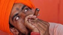 Kuil Bullet Baba di India Puja Dewa Motor Royal Enfield