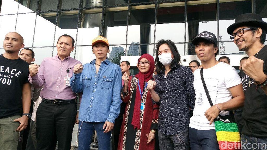 Tolak Hak Angket, Slank Konser Jurus Tandur di Gedung KPK
