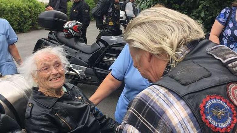 Hadiah Ultah Nenek 101 Tahun, Konvoi Bareng 100 Bikers Moge
