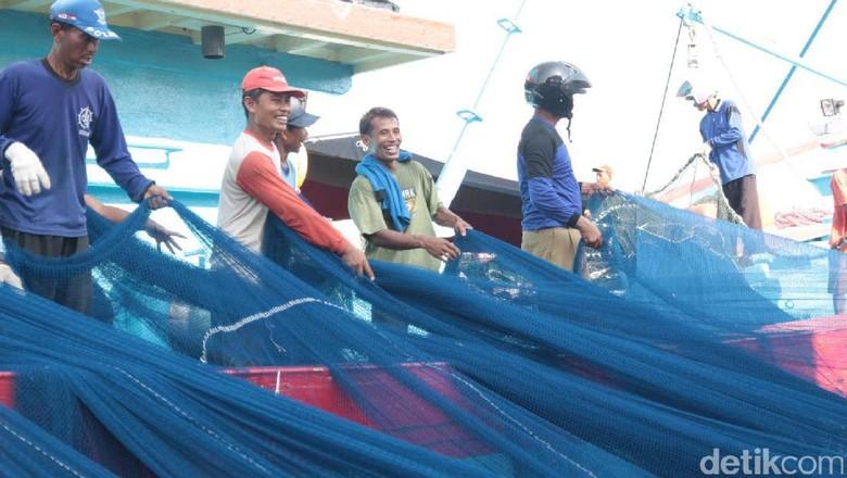 Teten Masduki Jamin Nelayan Cantrang Tegal Segera Kantongi Izin