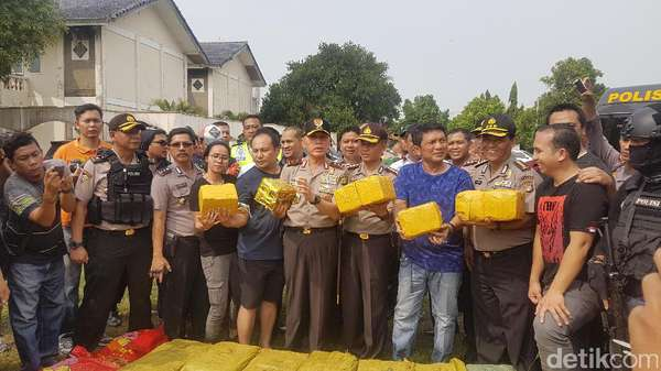 Polisi Gelar Rekonstruksi 1 Ton Sabu di Pantai Anyer