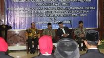 Kukuhkan Komnas Pendidikan, Soekarwo Singgung Fullday School