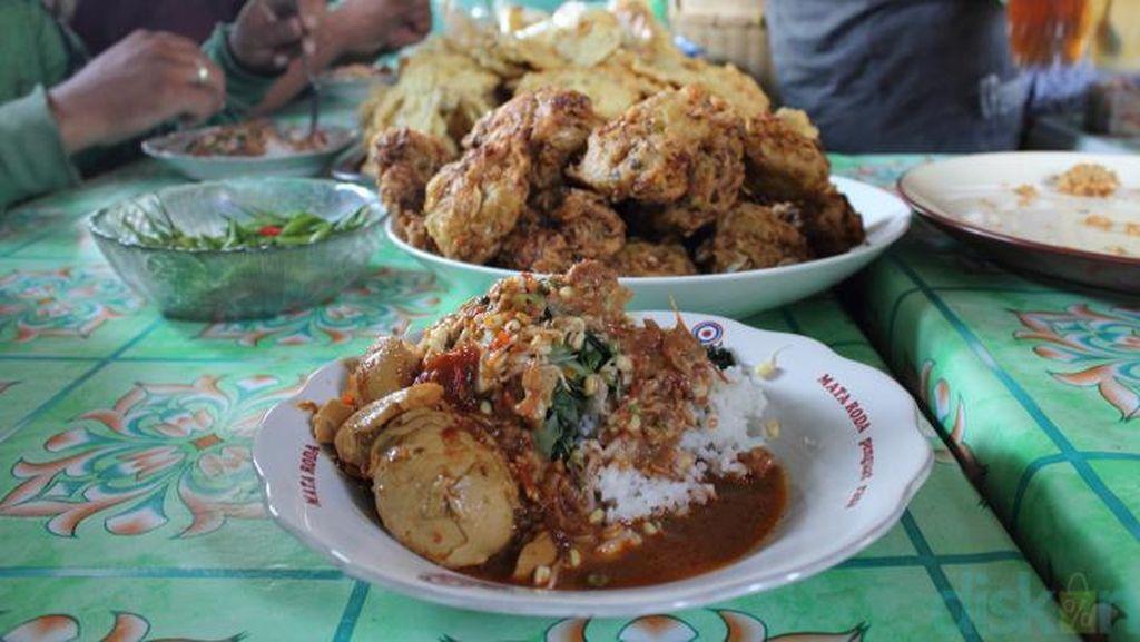 Kangen Nasi Pecel? Wajib Coba 6 Sajian Nasi Pecel dari Malang Hingga Kediri!