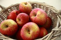 Buah apel.