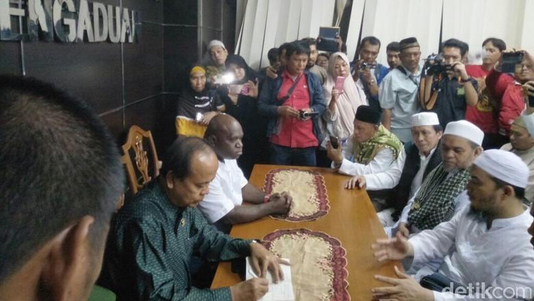 Alumni 212 Ungkap Alasan Bela Hary Tanoe