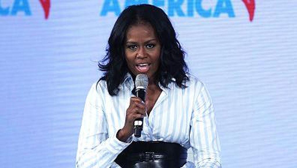 Foto: Perubahan Gaya Busana Michelle Obama Pasca Tak Lagi Jadi Ibu Negara