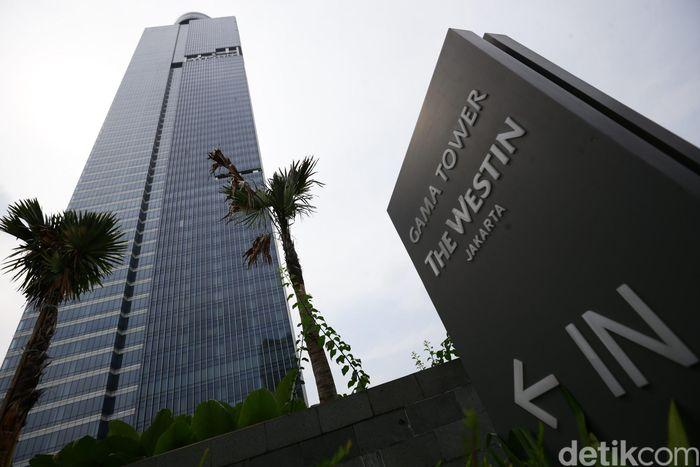 Gama Tower menduduki posisi pertama gedung tertinggi di Jakarta. Ketinggian Gama Tower mencapai 310 meter di atas permukaan tanah. Gedung yang memiliki 69 lantai itu berdiri pada tahun 2015 lalu. Hasan Alhabshy/detikFoto.