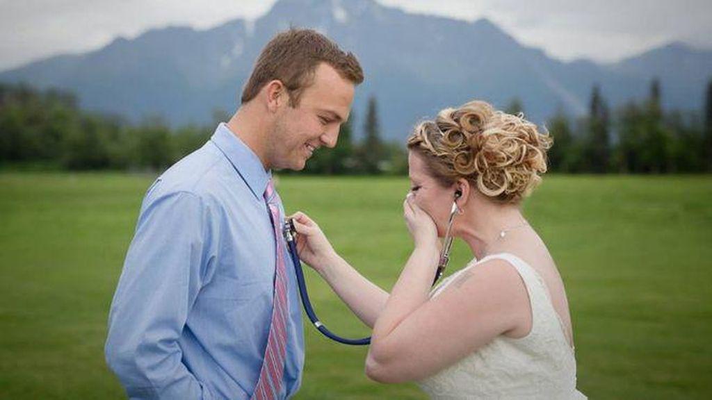 Reaksi Seorang Ibu Mendengar Detak Jantung Mendiang Putranya di Pernikahan