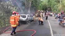 Mobil Wisatawan Terbakar di Jalan Menanjak Menuju Mangunan Bantul