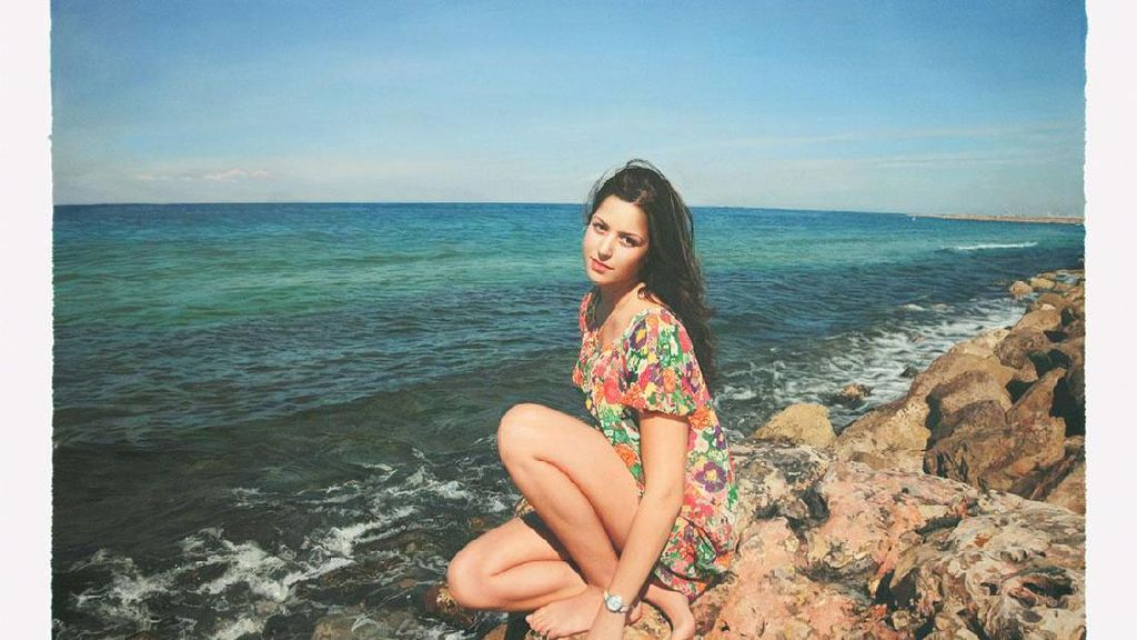 Rahasia Tak Terduga di Balik Pose Wanita-wanita Cantik Ini