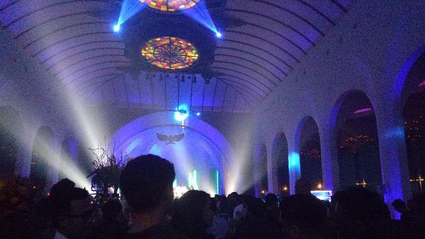 'All Of The Lights' Sukses Guncang Malam di The Pallas