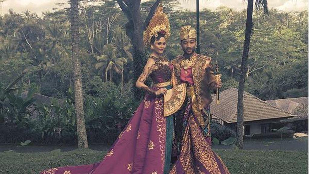 Foto: Gaya John Legend Liburan Keluarga di Bali