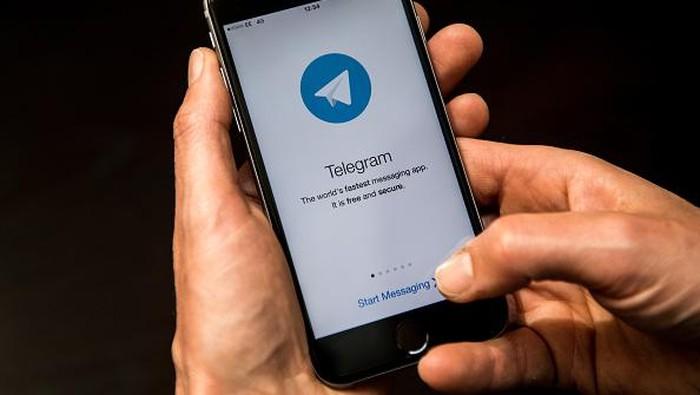 Memakai Telegram. Foto: Getty Images