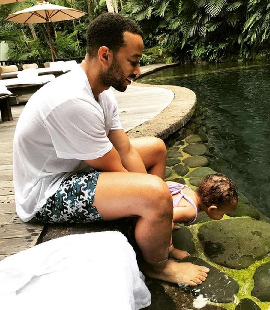 Liburan Indah Chrissy Teigen dan John Legend di Bali