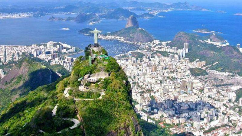 Foto: Wanita cantik dan pesta semalam suntuk jadi tujuan utama turis datang ke Brazil. Alamnya yang cantik dan menantang jadi incara para petualangan dari berbagai negara. Hal ini membuat Brazil jadi negara yang penuh dengan petualangan (Thinkstock)
