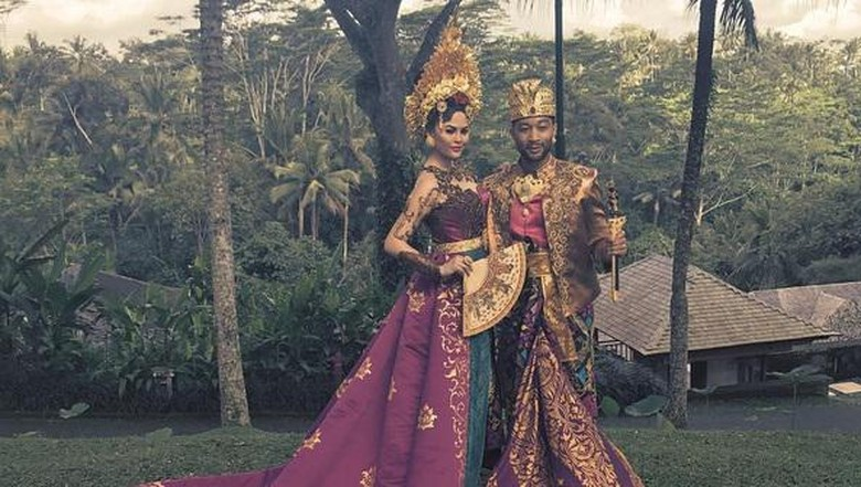 John Legend dan istrinya liburan di Bali (@johnlegend/Instagram)