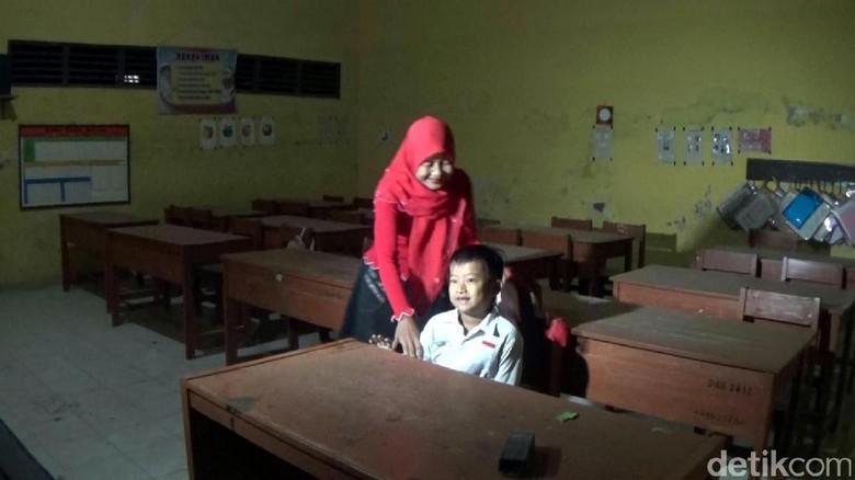 Hari Pertama Sekolah, Siswa di Brebes Berangkat Jam 2 Dinihari