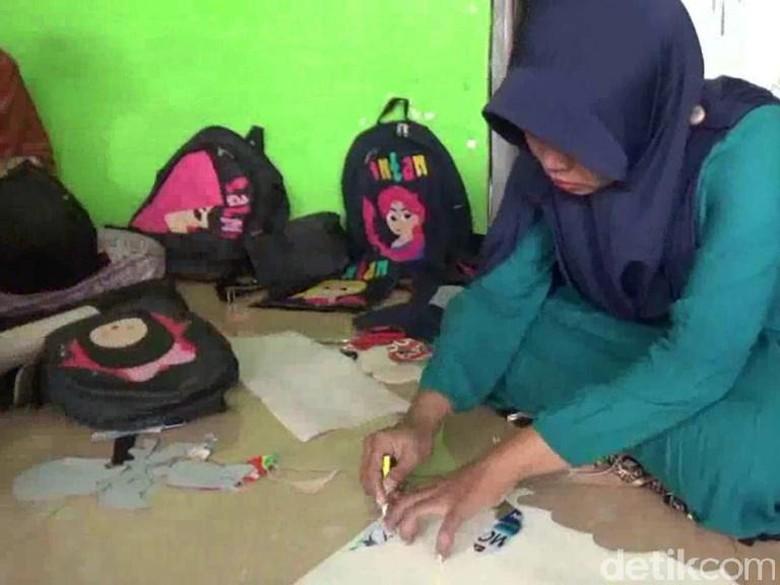 Menengok Kesibukan Perajin Tas Anak Sekolah Saat Tahun Ajaran Baru