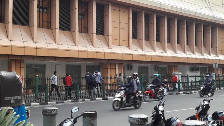 Penumpang Lompati Pagar Stasiun Cikini, PT KCJ: Kami Menyayangkan