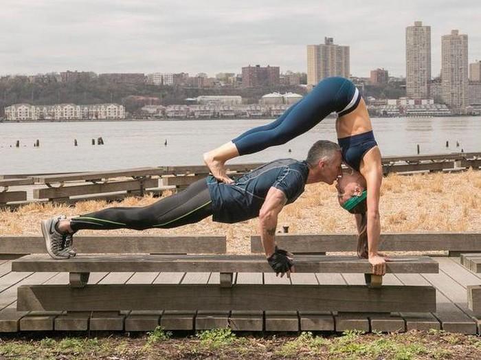 Pasangan ini kencan dengan cara berolahraga. Foto: Instagram/nycfitfam
