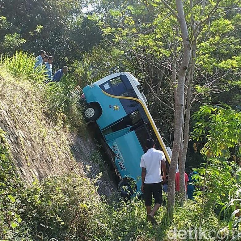 Bus Terperosok Jurang di Karanganyar, 10 Penumpang Luka-luka