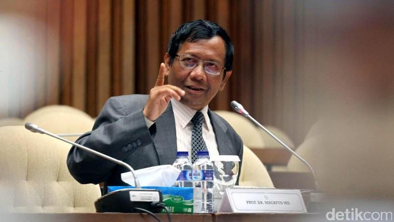 Mahfud MD soal Obesitas Ada - Jakarta Mantan Ketua MK Mahfud MD menyatakan ada aspek mengapa di Indonesia mengalami obesitas regulasi hingga tembus Salah