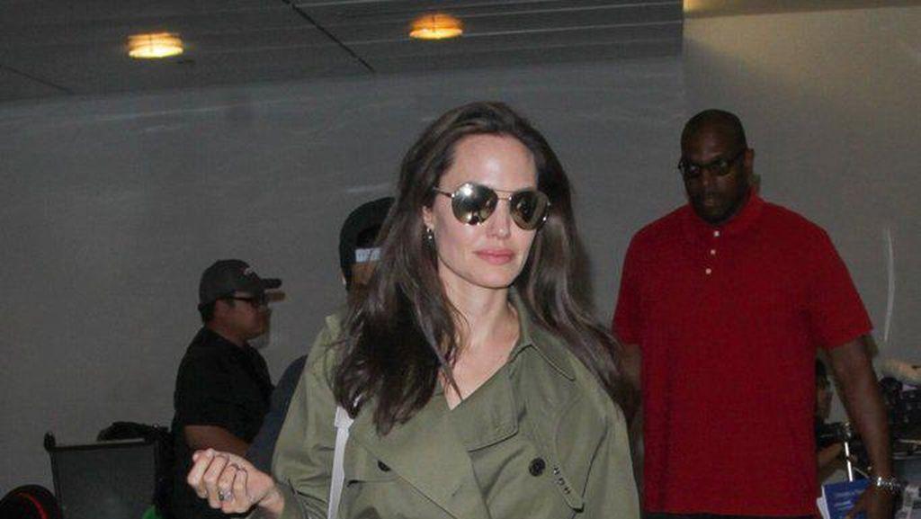 Curhat Angelina Jolie Menangis di Kamar Mandi Saat Masa Perceraian