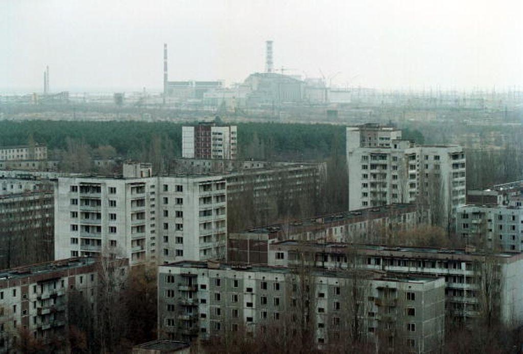 Pembangkit nuklir Chernobyl terletak tidak jauh dari kota Priyat yang sekarang menjadi wilayah Ukraina. Pada saat terjadi, kota yang sekarang sudah ditinggalkan karena bahaya radioaktif ini adalah wilayah Uni Soviet. (Foto: GettyImages)