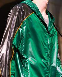 Jaket Terbaru Hermes Mirip dengan Jaket Go-Jek?